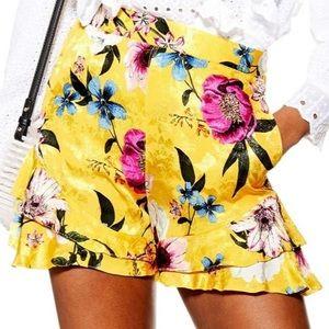 NWT topshop • floral shorts